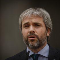 Ministro Blumel presentó denuncia contra sujeto con Covid-19 que viajó desde Santiago a Temuco