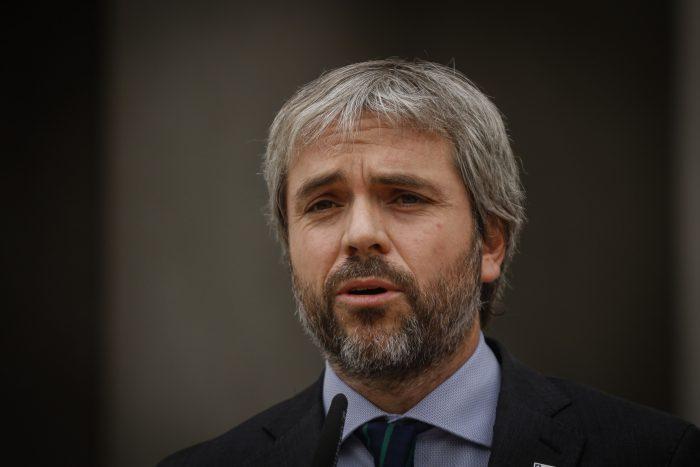 Ministro Blumel confirma decisión de decretar