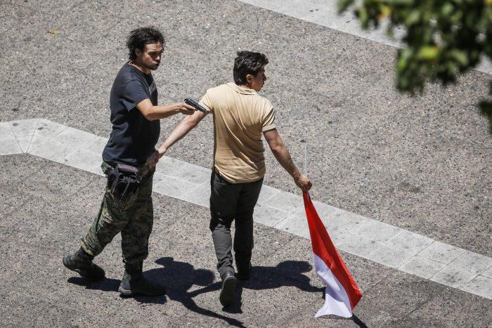 Civil sacó un arma cerca de La Moneda durante manifestación en apoyo a Carabineros