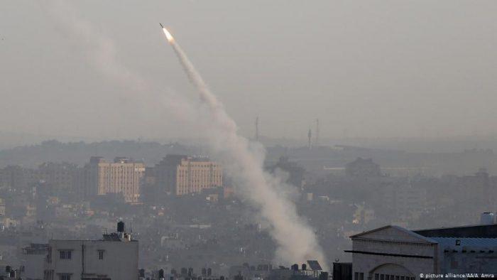 Israel bombardea la Franja de Gaza en represalia a disparo de un cohete