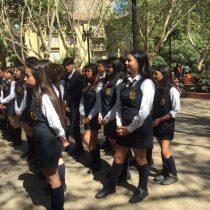Alumnas del Liceo 1 se licenciaron en la calle tras cancelación de la ceremonia por realizar la intervención de Las Tesis