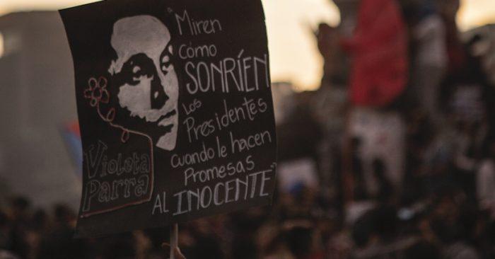 """OjoChile, el colectivo de la comunidad audiovisual que registra para la historia la """"Rebelión de Octubre"""""""