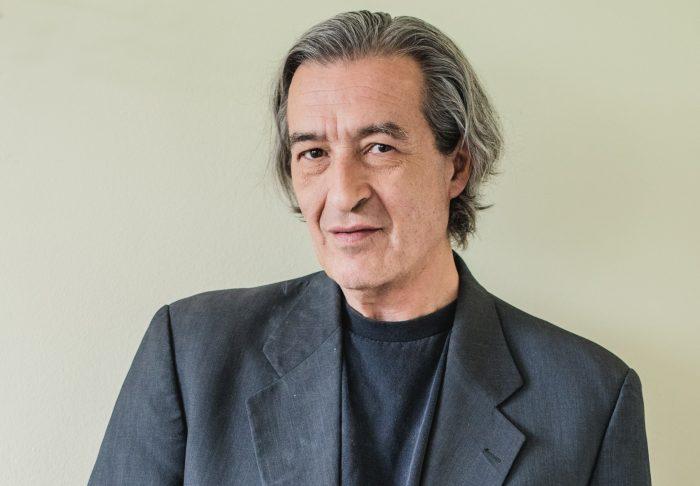 """Escritor Gonzalo Contreras: """"Cada uno trata de estar lo mejor posible parado en el mundo"""""""