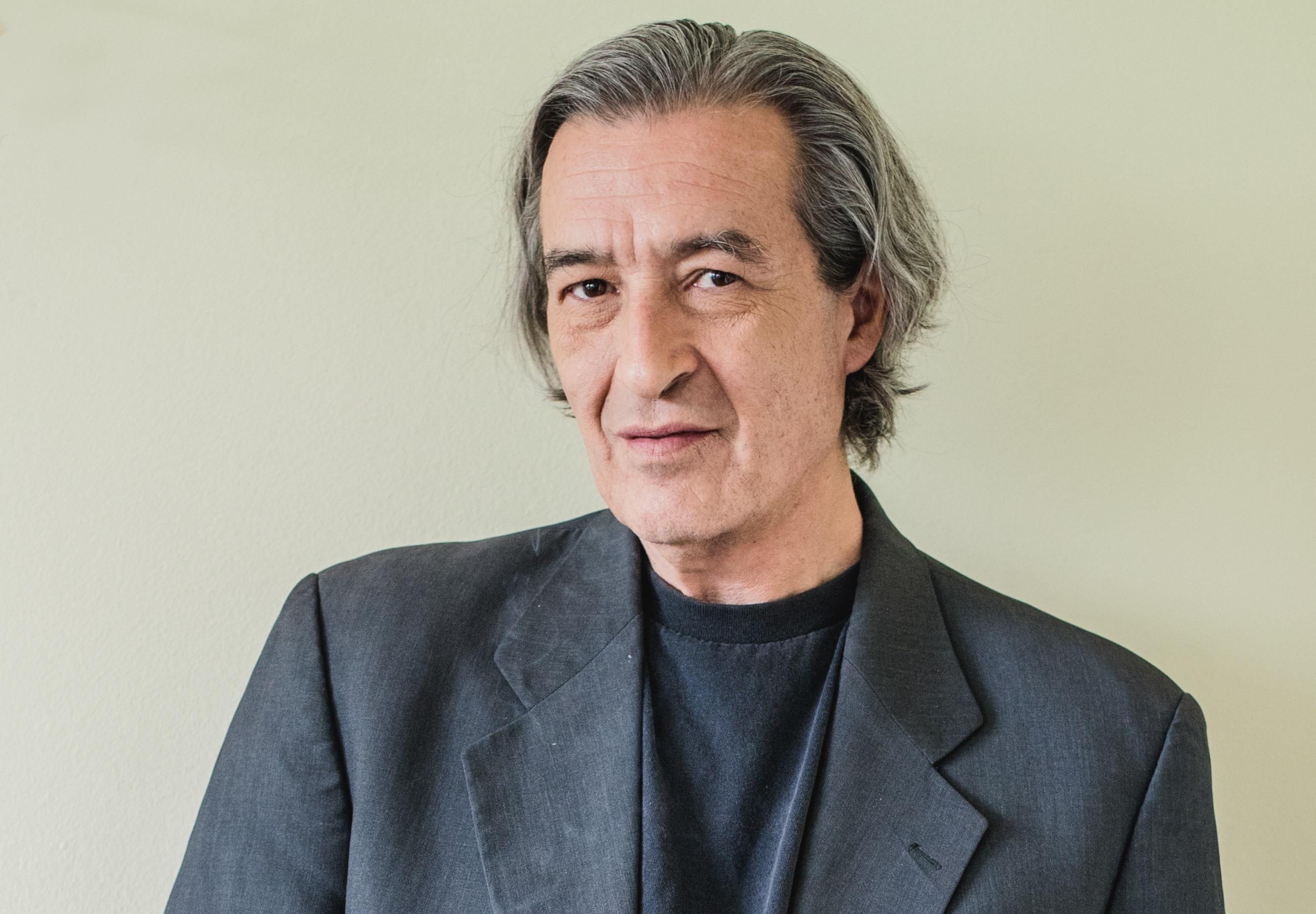 """Escritor Gonzalo Contreras: """"Cada uno trata de estar lo mejor ..."""