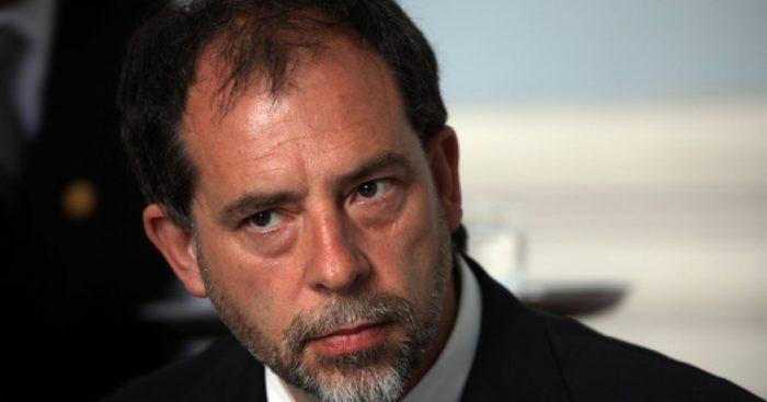 Girardi anuncia ley que obligará a atender a menores de 18 años en hospitales para niños