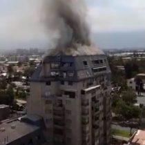 Incendio afecta a edificio residencial en San Miguel