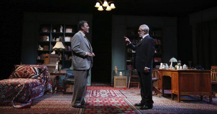 """Obra """"La última sesión de Freud"""" en Teatro UC"""