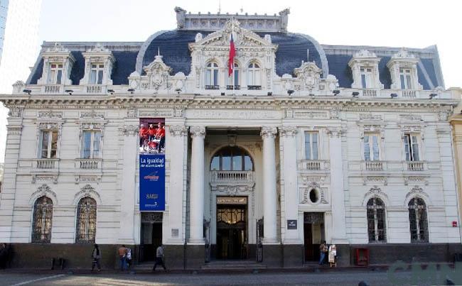 """En plena crisis social y sin respaldo político ni cultural, Gobierno insiste en el """"Museo de la Democracia"""""""