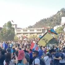 Nuevo viernes de manifestaciones en Plaza Italia en la previa de los conciertos de Illapu, Los Bunkers e Inti-Illimani