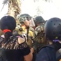 Carabineros expulsa a manifestantes que desafiaron operativo del intendente Guevara en Plaza Italia