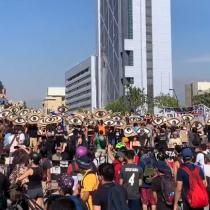 Conmemoración del Día Internacional de los DD.HH. se toma la Plaza Italia en una nueva jornada de manifestaciones