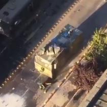 Carro lanzaguas atropella a Carabinero en plena manifestación en el centro de Concepción