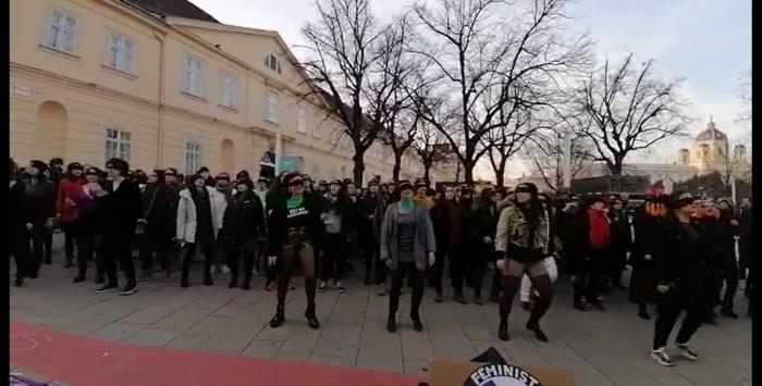 """Mujeres de Viena replican intervención """"Un violador en tu camino"""""""
