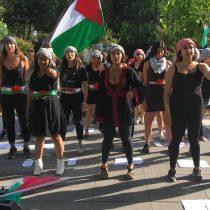 En idioma árabe, jóvenes chileno-palestinas replican intervención feminista de LasTesis
