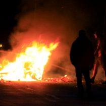 Vecinos de San Antonio realizan barricada para evitar entrada de afuerinos a la comuna