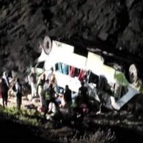 Al menos 23 muertos deja desbarrancamiento de bus interprovincial en Taltal