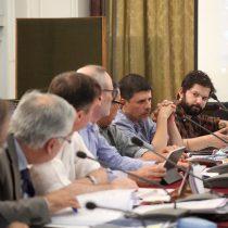 Comisión de Constitución aplaza votación de reforma para iniciar proceso constituyente