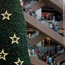 Estudio asegura que chilenos restringirán gastos navideños en un 70% mientras ventas del retail caen en picada