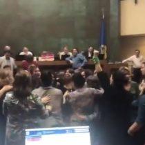 La efusiva celebración de diputadas tras aprobación de paridad en proceso constituyente