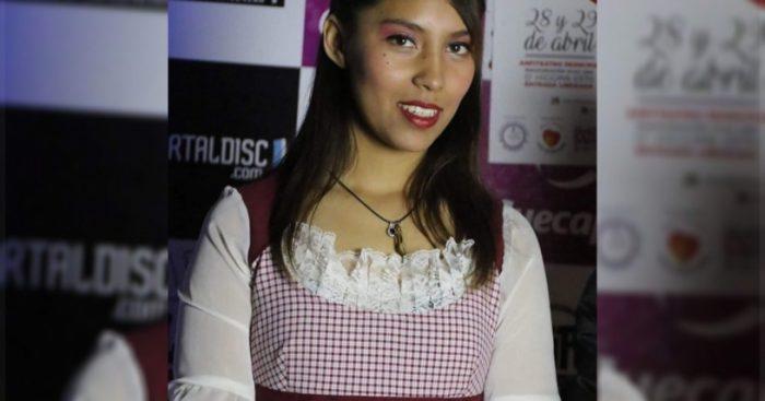 Homenaje a joven cantante asesinada en Plaza de Armas de Santiago