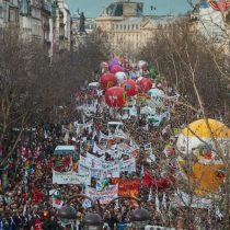 Sindicatos en Francia continuarán huelga por pensiones en Navidad