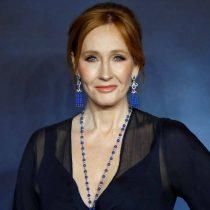 JK Rowling acusada de transfobia en Twitter por comentario sobre menstruación