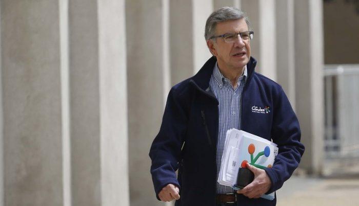Cabildos ciudadanos de Las Condes en picada contra Lavín por excluir tema constitucional en consulta municipal
