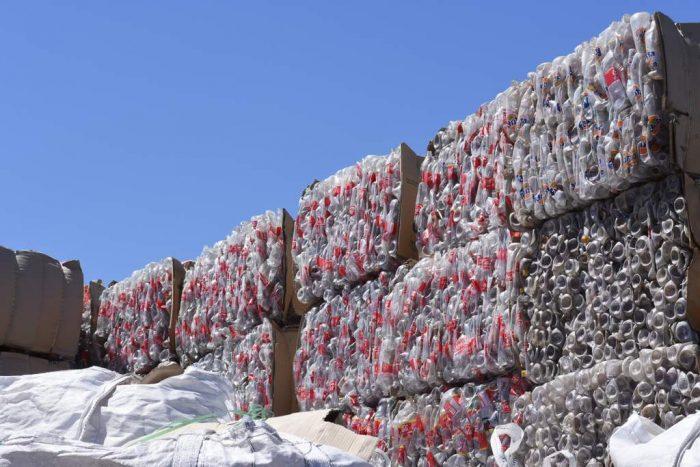 Movilización por el clima: cómo se reciclan las botellas plásticas
