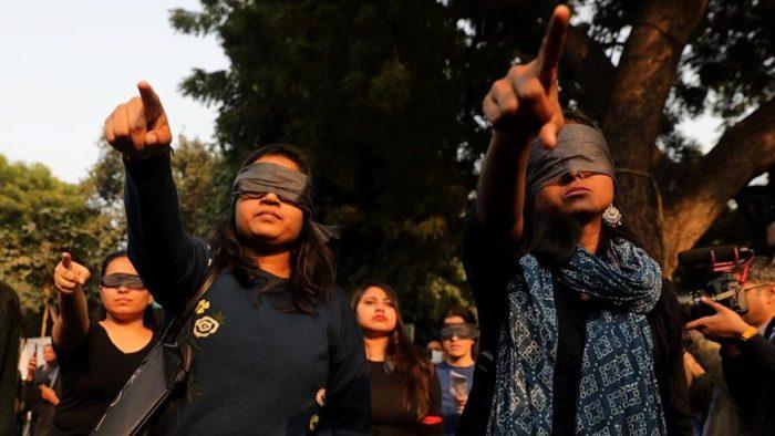 """""""Un violador en tu camino"""" llega a una India conmocionada por casos de violaciones"""