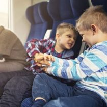 «Childfree»: la creciente tendencia de personas que solicitan (o incluso pagan para) estar aisladas de los niños