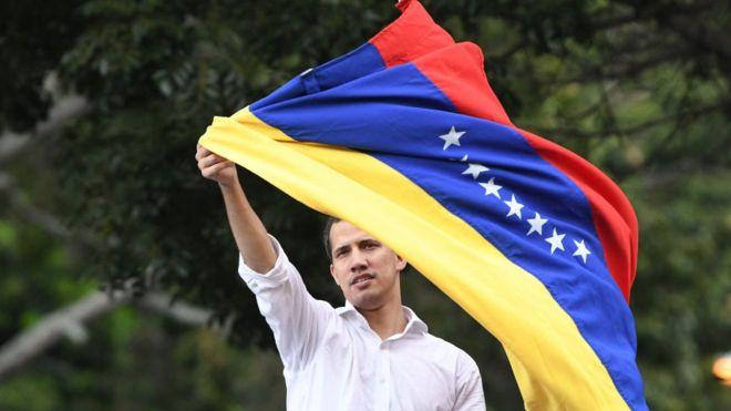 Juan Guaidó: 3 cosas que el dirigente opositor ha logrado y 3 que no en su año como