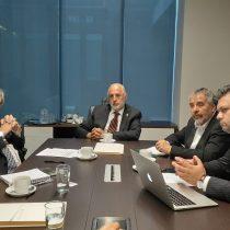 Diputados Schilling (PS) y Ascencio (DC) entregaron al fiscal nacional proyecto que amplía catálogo de sanciones y penas por delitos económicos