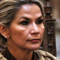 Presidenta interina de Bolivia pide la renuncia de su gabinete
