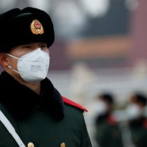 Farmacia china es multada con 400.000 euros por disparar precios de mascarillas contra coronavirus