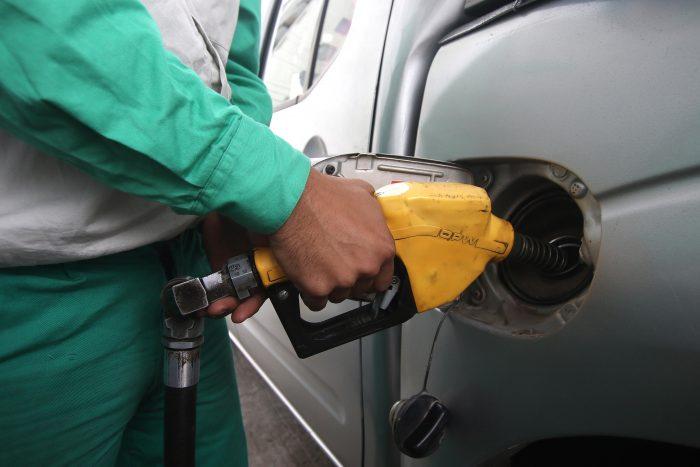 Décima semana consecutiva de alzas: precio de la bencina de 93 octanos alcanza su mayor valor en 5 años