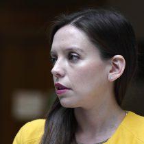 Joven que realizó rayados con amenazas de muerte contra diputada Camila Flores es imputado por la Fiscalía