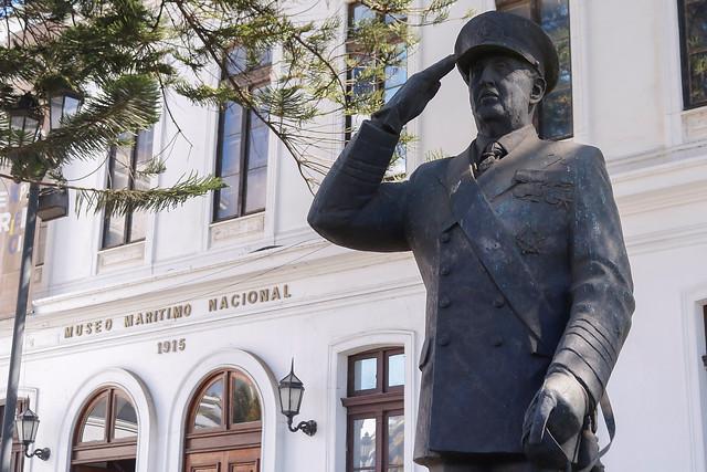 Seguirá intacta: Corte de Apelaciones rechazó recurso que buscaba retirar estatua de José Toribio Merino del Museo Naval de Valparaíso