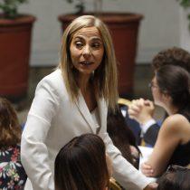 """Diputadas de Comunes: """"La ministra de la Mujer ha mantenido un riguroso silencio, haciéndose cómplice de la política violenta y represora de Piñera"""""""