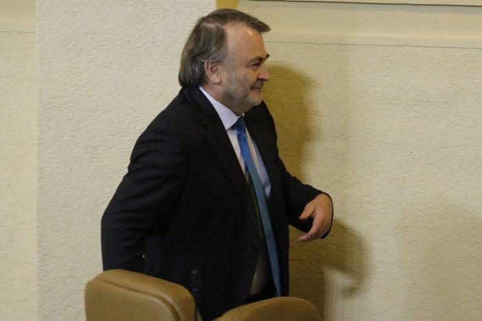 """Pepe Auth y las críticas a su voto de abstención al retiro de fondos de pensiones: """"Me resbalan francamente"""