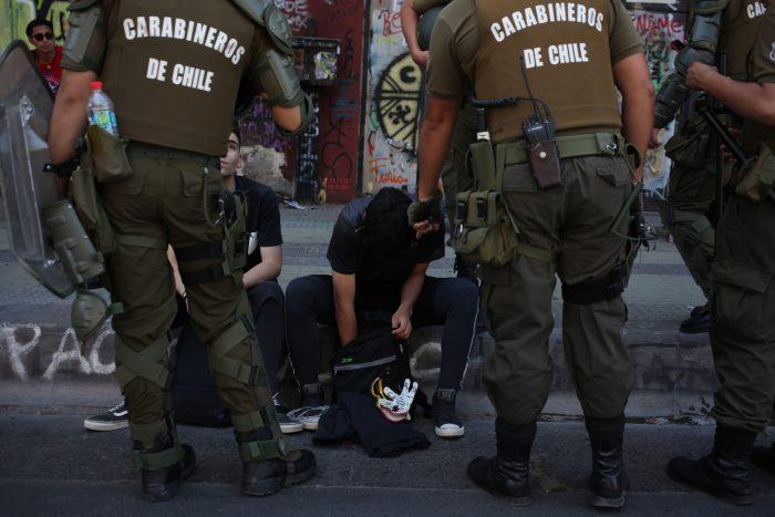 Sobreseen a 7 carabineros formalizados por torturas en Plaza Ñuñoa