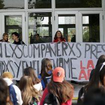 A minutos del inicio: suspenden PSU en colegio de Ñuñoa tras toma del recinto por parte de manifestantes secundarios