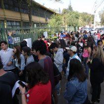 Incidentes obligan a suspender PSU en Liceo Politécnico B79 de Quinta Normal