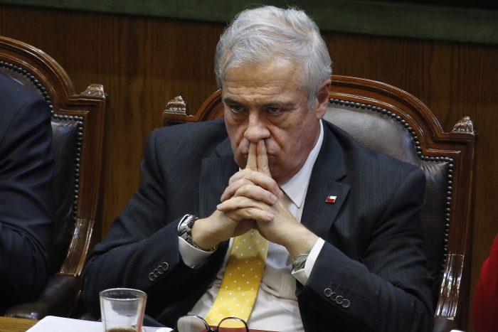 Mañalich desmiente a Seremi de Salud del Biobío pero no descarta que coronavirus pueda llegar a Chile a través de encomiendas