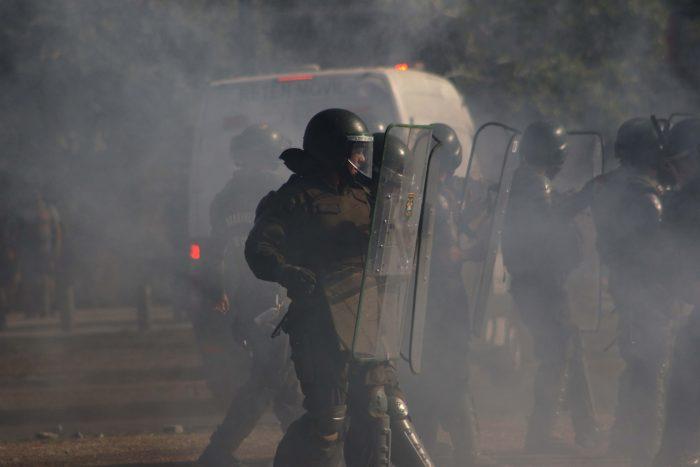 Quedó con arraigo nacional: Formalizan a carabinero acusado de causarle daño ocular a manifestante con arma antidisturbios