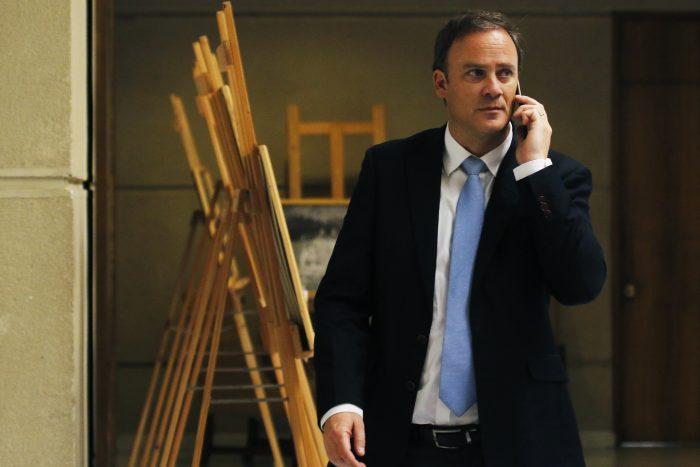Ministro Ward y críticas al comité político: