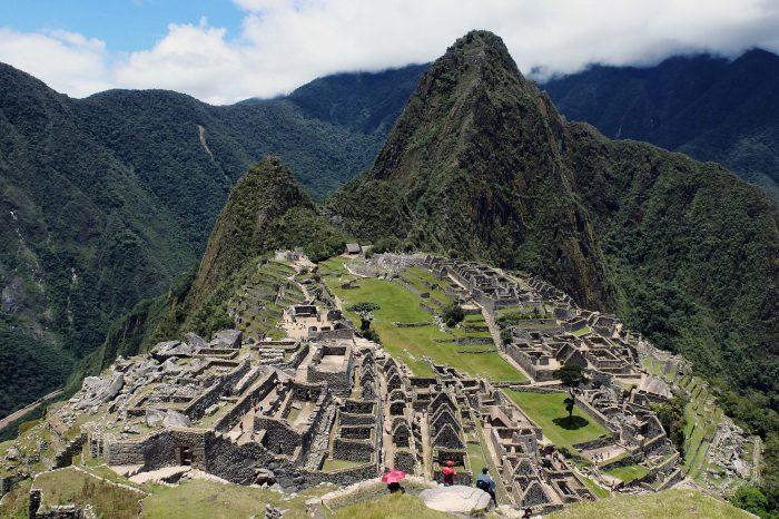 Chileno es detenido junto a otros cinco turistas por dañar templo en Machu Picchu