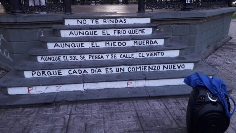 Profesor detenido por escribir poema de Benedetti en plaza de Talca: