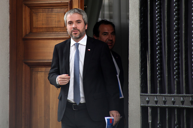 """Blumel rechaza recurso del PC contra Piñera ante La Haya: """"Entienden poco cómo funciona la democracia y el Estado de derecho"""""""