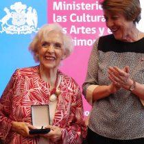 Actriz y cantante Carmen Barros recibe Orden al Mérito PabloNeruda