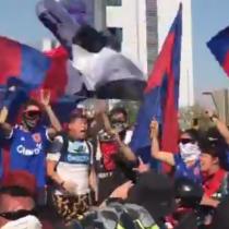 Hinchas de diversos clubes se manifiestan unidos en Plaza Italia en recuerdo de Jorge Mora